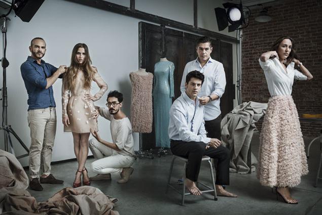 En el vestuario de Solo química han colaborado, entre otros diseñadores, Antonio Burillo y Juan Carlos Fernández, creadores de The 2nd Skin. Foto Ximena Garrigues y Sergio Moya